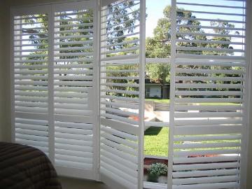 Houten panelen voor raam for Houten decoratie voor raam